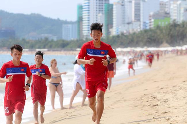 ĐTQG Việt Nam chật vật với cách rèn luyện thể lực mới của thầy Park