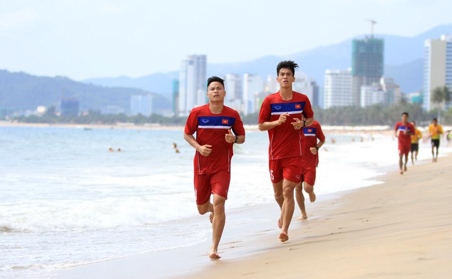 Cách rèn luyện thể lực - tập luyện trên bãi biển