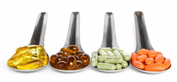 Dùng thực phẩm chức năng để nâng cao sức khỏe.