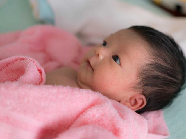 Dấu hiệu nhận biết trẻ 1 tháng tuổi bị táo bón