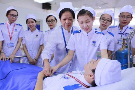 Cử nhân Điều dưỡng là gì?